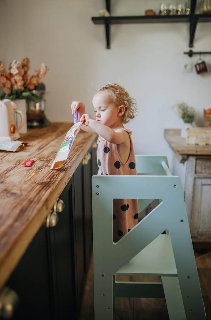 Kitchen helper Momiki